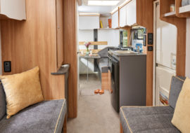 Discovery - D4-3 lounge to dinette